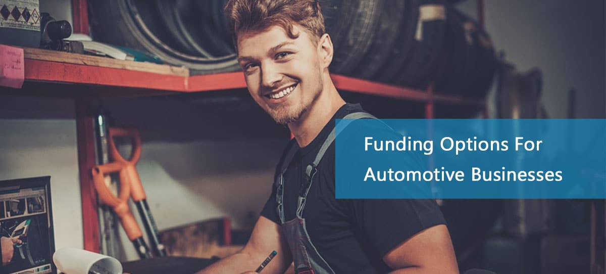 Smiling automotive working in business thanks to an automotive business loan